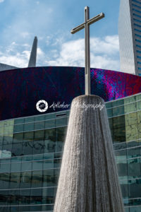 Dallas, Texas – May 7, 2018: Fountain at the First Baptist Church building in Dallas downtown - Kelleher Photography Store