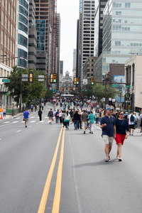 PHILADELPHIA, PA - SEPTEMBER 26: Crowds of people arrive on the Benjamin Franklin Parkway in Center City Philadelphia to see Pope Francis at the World Stock Photo