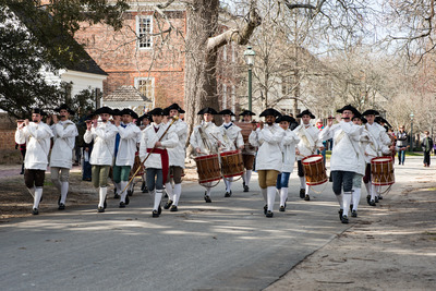 Williamsburg, Virgina - March 26, 2018: Reenactment marching band Fife and drum at Colonial WIlliamsburg. Stock Photo